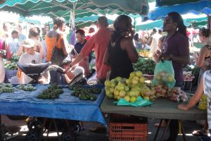 5187817972-saint-laurent-du-maroni-place-du-marche-fruits