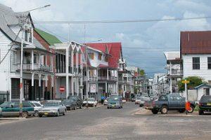 63188945-kruispunt-paramaribo